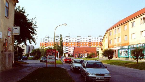 Celkový pohled s domy z 50. let