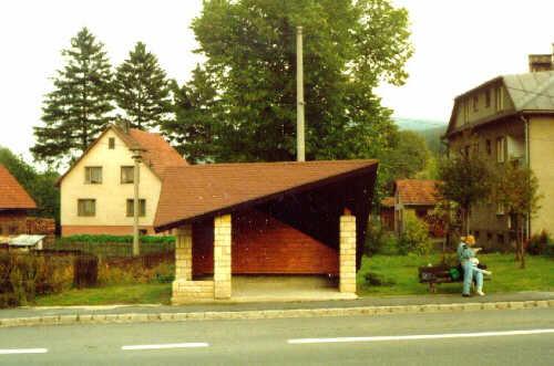 Autobusová zastávka Horní Lideč - pohled čelní